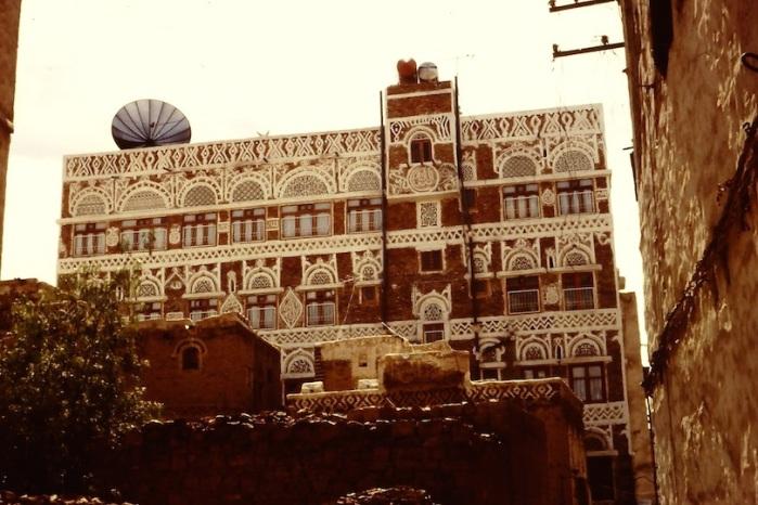 Ṣanaᶜā': oude stad. Een groot huis, versierd met stuc-werk.