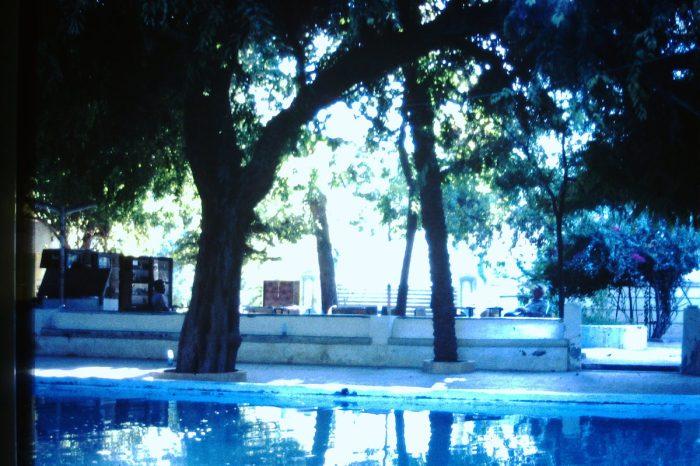 Het zwembad voor Jemenitische mannen bij het hotel.