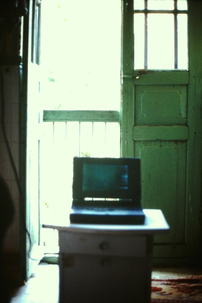 Laptop op dozen