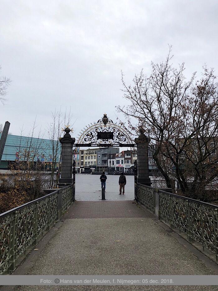 Toegangspoort Valkhofpark (achterzijde)