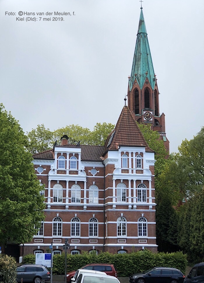 Niemannsweg 18 met Pauluskirche