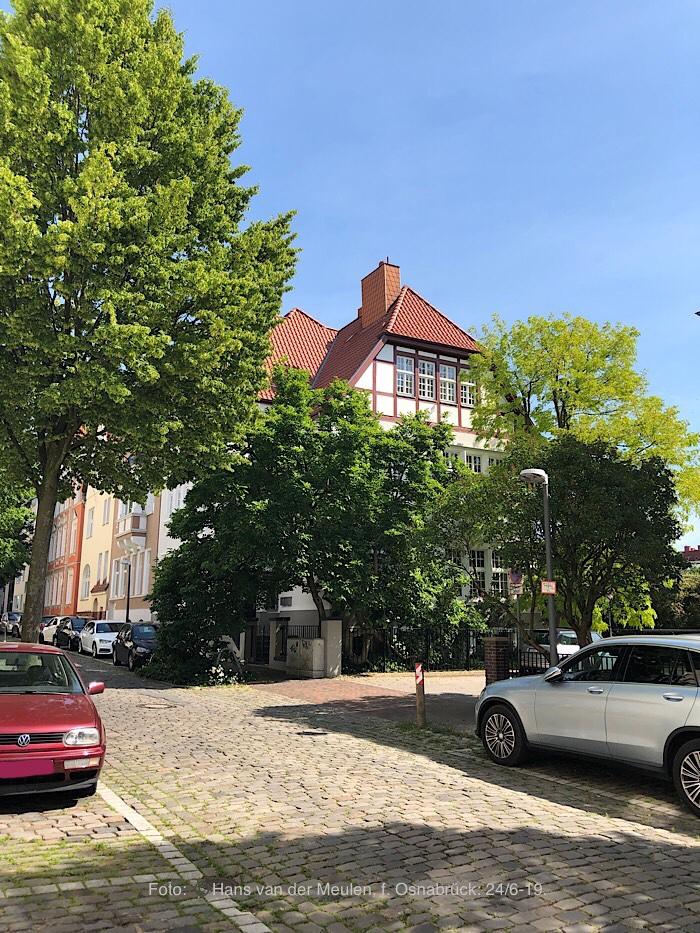 Uhlandstraße 9