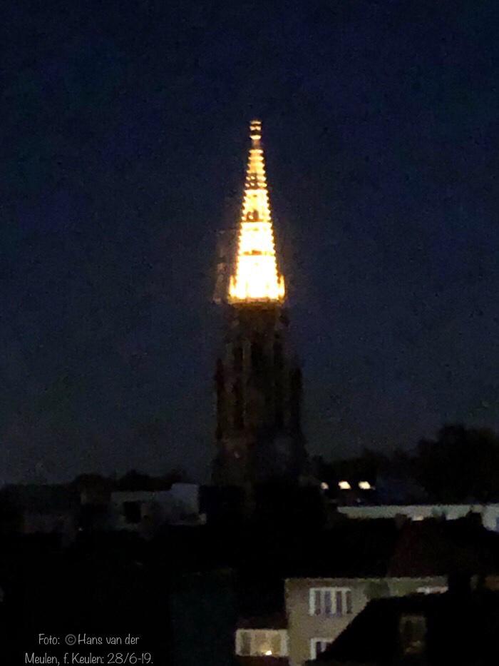 Verlichte toren: Herz Jesu-Kirche