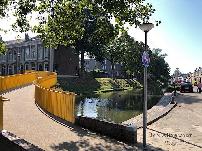 Tiel Zocherbrug met Sint Walburgbuitensingel